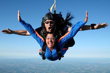 tandem-skydive-burnaby-ontario-toronto-girl